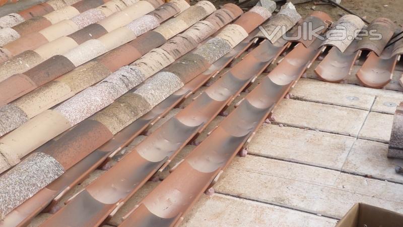 Foto teja curva tal n mas curva cobija con ganchos sobre - Clases de tejas para tejados ...