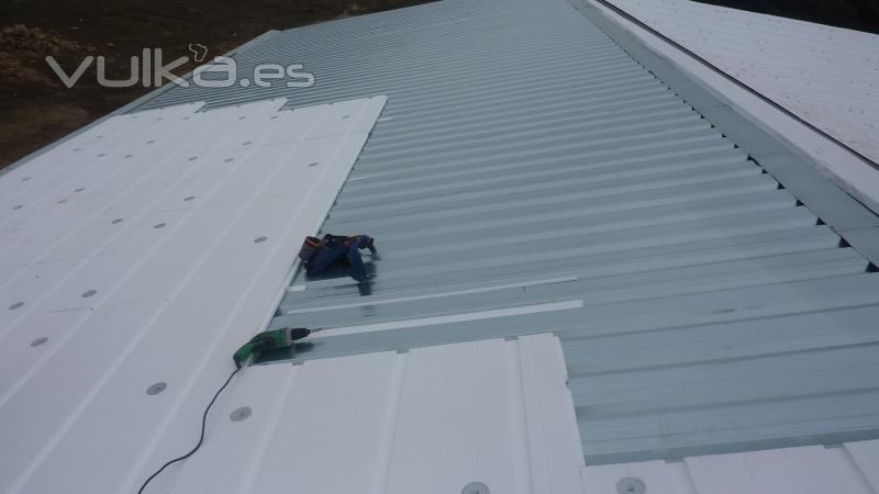 Foto chapa mas poliestireno expandido for Empresa de cubiertas y tejados