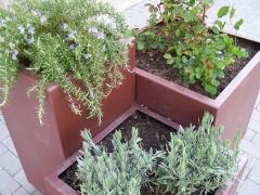 Composici�n de jardineras met�licas lacadas en oxicorten