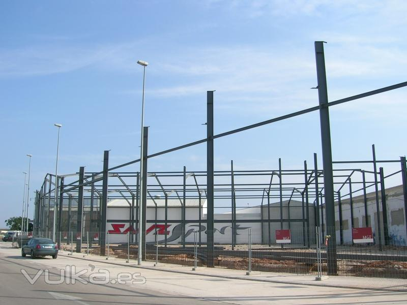Tres naves para fabricación y venta de muebles en Alaquàs (Muebles García Ferrer).