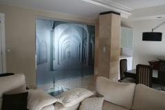 Piso alferez provisional.- detalle decorativo puertas vidrio separación cocina de salón.