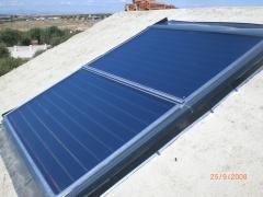 Instalacion de paneles solares para integracion en cubierta