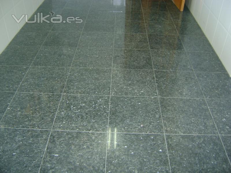 Foto granito pulido e abrillantado for Suelo de granito
