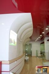 Medias paredes tensadas y curvadas en sucursal b.popular max (madrid)