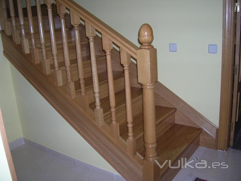 Foto barandilla y escalera forrada en madera - Barandillas de madera para interior ...