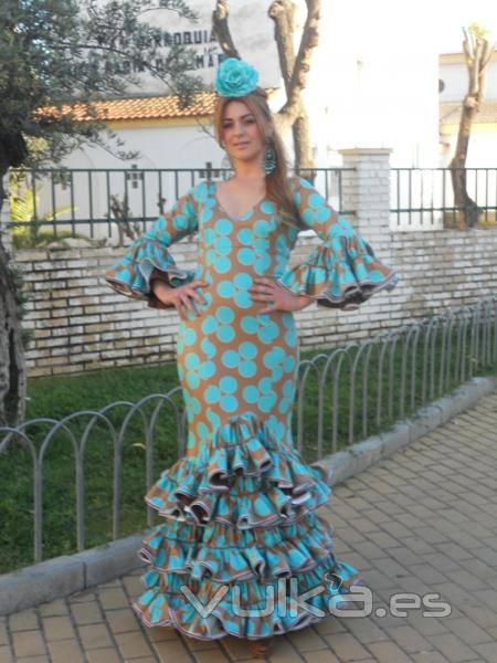 "Mari Carmen Cruz ""Y Sevilla"", Simof 2014, trajes de flamenca"