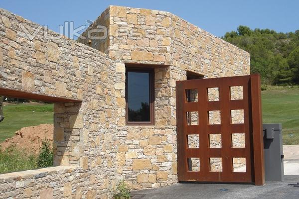 Foto fachada de piedra cuadreada cizallada - Fachadas de piedra fotos ...
