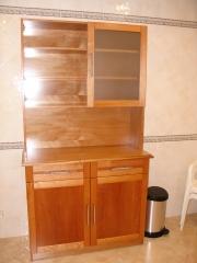 Mueble armario con estantes y puertas