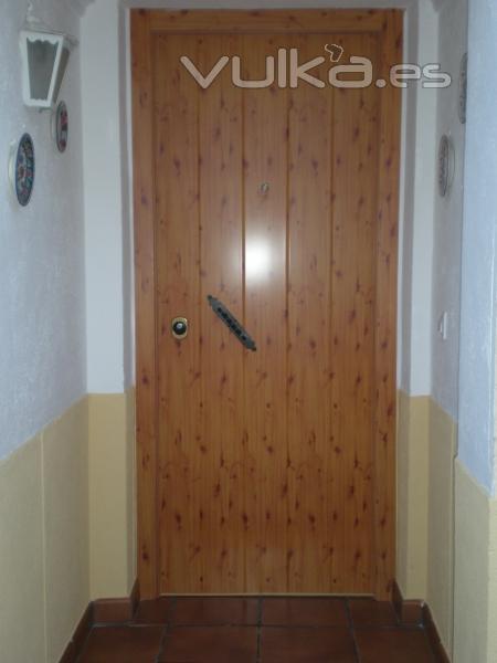 Foto puerta acorazada a d l gardesa exterior aluminio - Puertas exterior aluminio precios ...