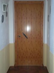 Puerta acorazada a d l gardesa, exterior aluminio foliado pino 642p