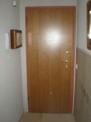 Puerta acorazada a d l gardesa interior cerezo barnizado liso