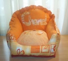 Modelo sillón con nombre bordado
