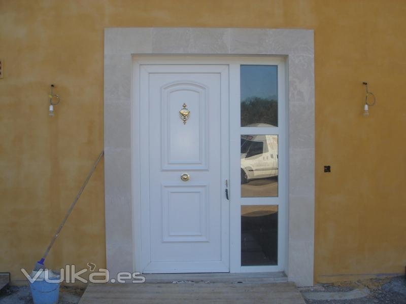 Foto puertas de entrada pvc en mallorca for Ventanas pvc mallorca