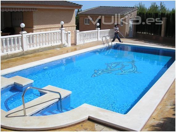 Foto piscina gunitada con hidromasaje for Hoteles en valencia con piscina