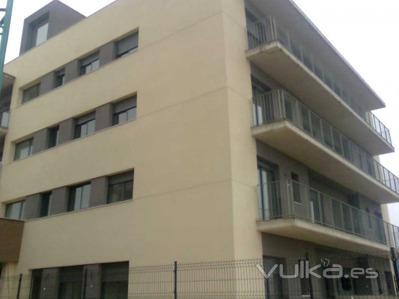 Otra vista del edificio de Deltebre (Tarragona) instalaci�n de carpinteria de aluminio