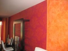 Salon decorado, en  dos terminaciones ,  papel  pintado y estucco a la cal