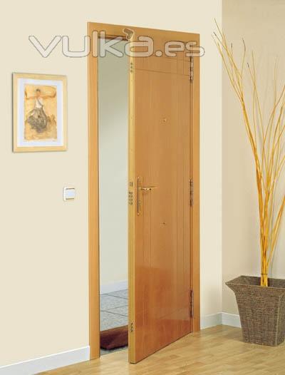 Foto puerta cortafuego de madera blindada ei2 30 y ei2 60 for Puertas de madera para habitaciones