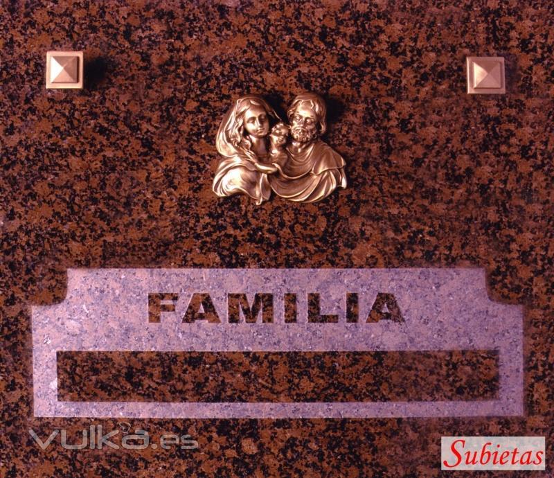 Lapida Granito Rojo Principe con adorno en bronce y grabacion en relieve