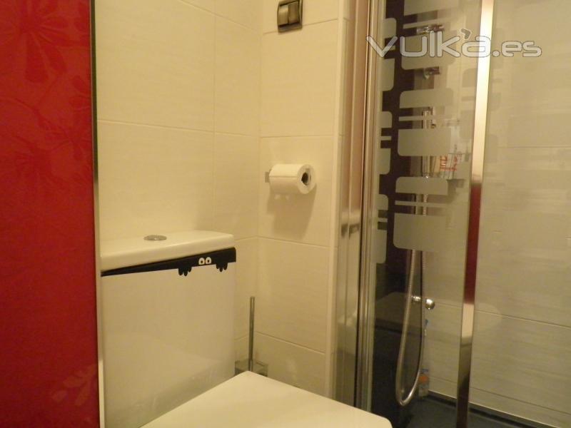 Foto vinilo decorativo monstruo del wc zaragoza - Papeles pintados zaragoza ...