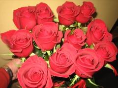 Centro de flores, rosas en centro de flores de floristeria allium
