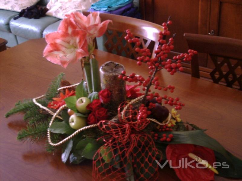 Foto decoracion flores en centro de mesa navide o de - Arreglos navidenos para mesa ...