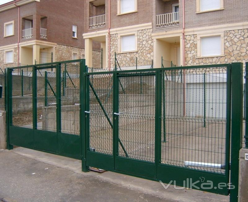 Cercados mart n for Puertas galvanizadas