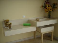 Lavabos integrados en la encimera de ba�o.