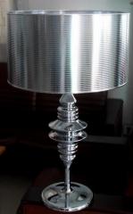 Lámpara de mesa 6113, diseño, cromada, pantalla plata.