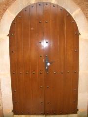 Puerta de madera de 2 hojas de medio punto