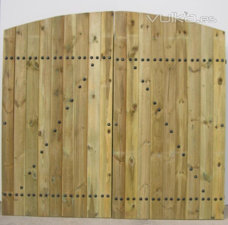 Puerta de madera tratada de 2 hojas