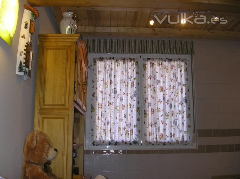 Foto visillos de cocina for Visillos cocina