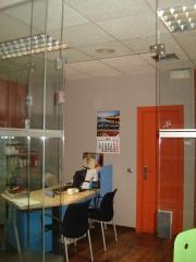 Puertas y divi�n de oficinas en vidrio templado