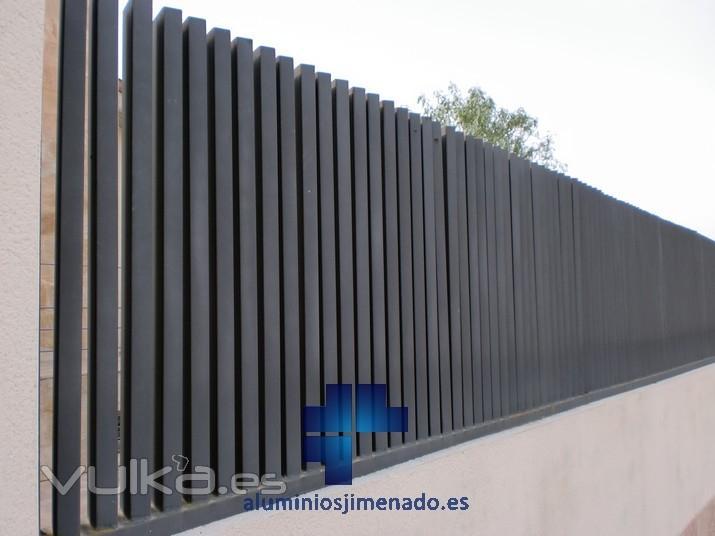 Foto vallado hierro 02 for Celosias de aluminio para jardin