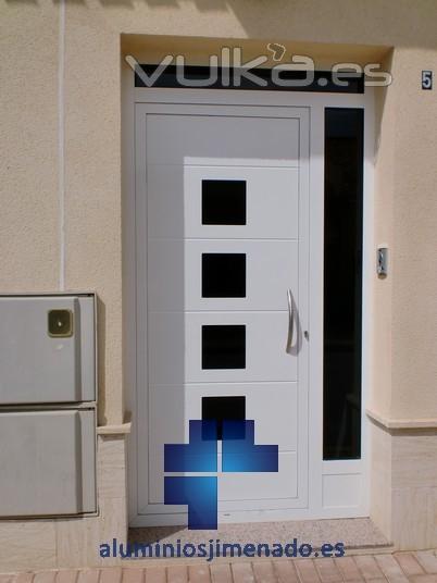 Foto puerta entrada vivienda for Puertas para vivienda