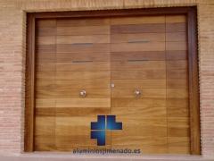 Puerta entrada a vivienda 02