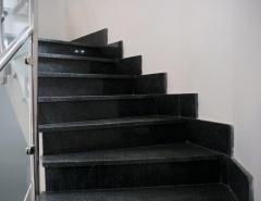 Escalera granito negro