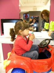 En su coche preferido � pelupeques peluquer�a infantil � torrej�n de ardoz (madrid)