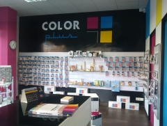 Interior tienda color plus fuenlabrada