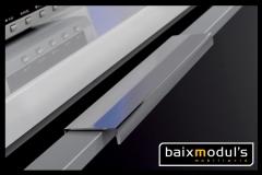 Comedor moderno con detalle de tirador de aluminio