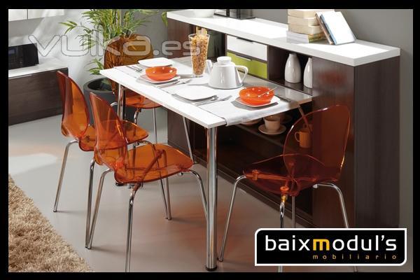 Foto comedor moderno con mesa extra ble para las ocasiones for Mesas extraibles salon