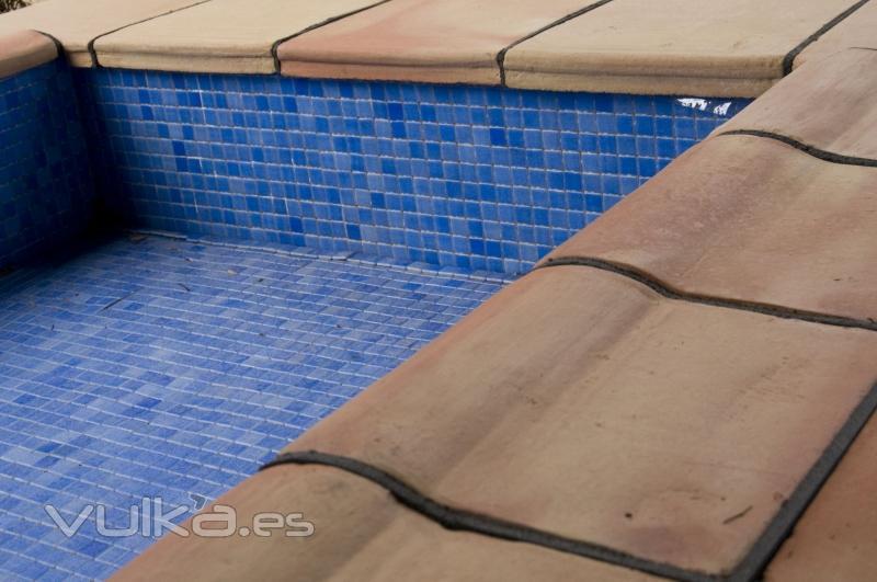 Foto baldosa remate piscina manual tipo vierteaguas - Baldosas para piscinas ...