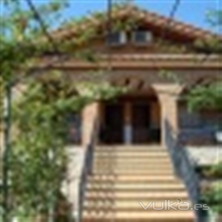 Foto escalera de entrada principal a 2 casas rurales - Alfombras para entrada de casa ...