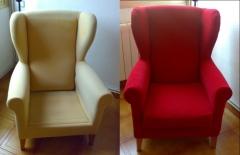 A la izda. el sill�n con el tapizado original, a la dcha. con la funda puesta de una tela lavable.