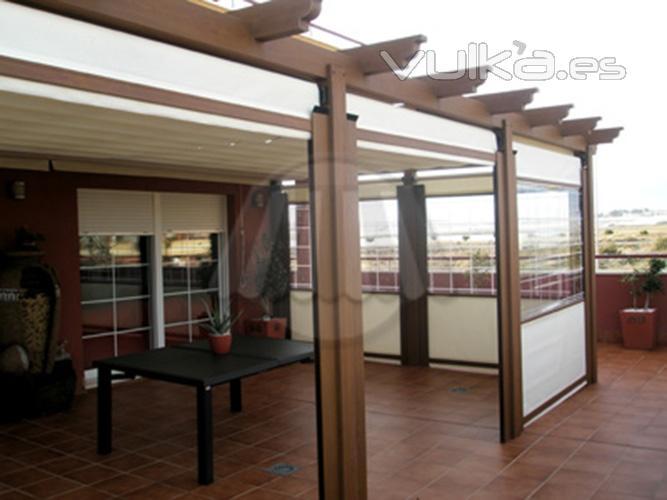 Foto pergola en aluminio imitaci n madera y toldos - Cerrar la terraza ...