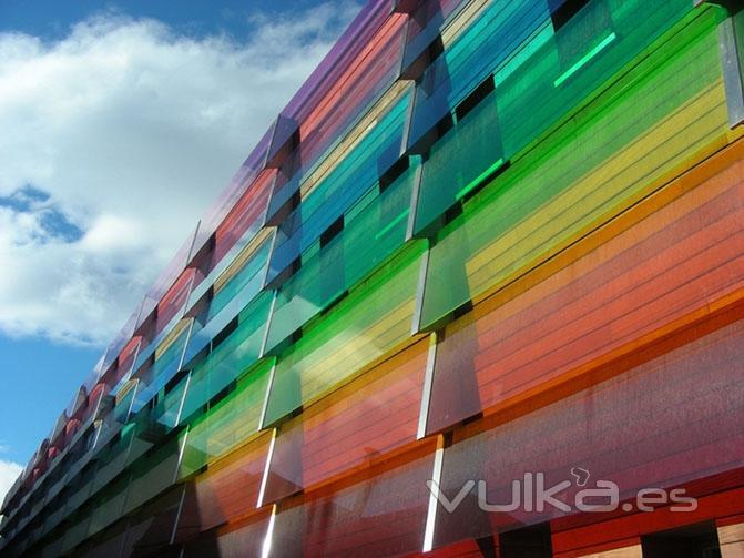 Foto revestimiento fachada de vidrio laminado con vanceva - Puertas con cristales de colores ...