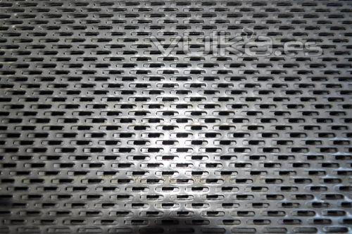 Foto chapa perforada con agujeros ablongos - Chapas metalicas decorativas ...