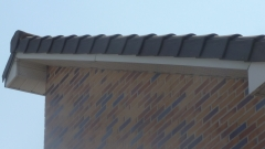 Detalle de remate lateral bajo teja