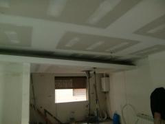 Falso techo con luz indirecta