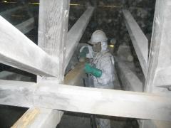 Limpieza en estructura de bajocubierta