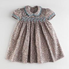 Vestido de ni�a beb�, vestido bordado con nido de abeja. vestido con punto smock.